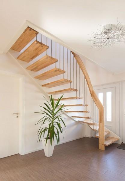 diese zur rauminnenseite offene treppe ist nach einen. Black Bedroom Furniture Sets. Home Design Ideas